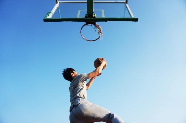 Hyvä mieli nousee ulkona pelattavissa palloilulajeissa